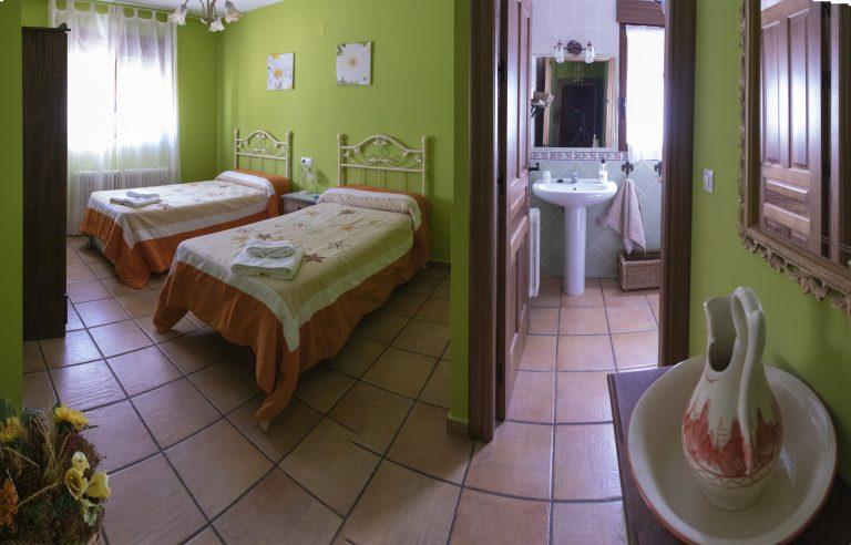 ¿Hotel o casa rural en Alcalá del Júcar?